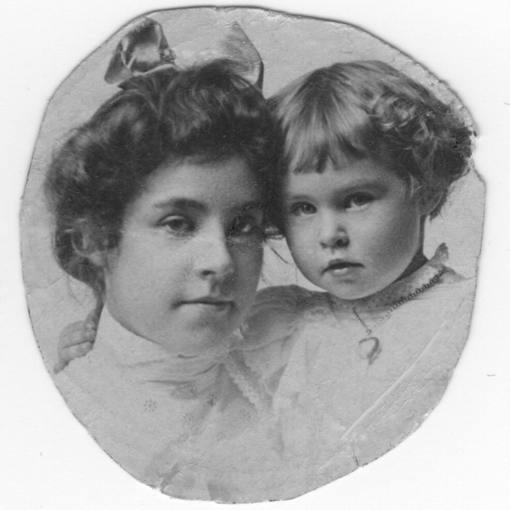 Photo of Pearl Price as a child and her sister Helen as a todler